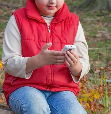 Mobile Apps - Child with Smartphone