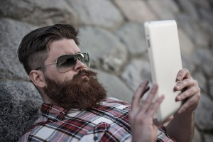 social commerce - Man with tablet