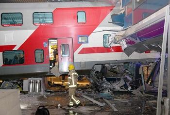Mobile Games - Image of Train Crash
